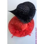 כובע פייטים עם נוצות