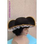 כובע שודדת ים  עם תחרה לבנה