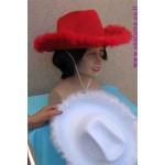 כובע בוקרת אדום / לבן עם פרווה
