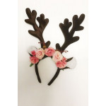 קשת מפוארת עם פרחים לאיילה