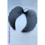 כנפיים שחורות עם עיטור מוכסף