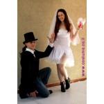 זוג חתן וכלה במיני