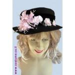 כובע אלגנטי עם פרח